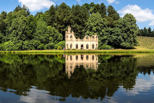 Painshill Ruined Abbey 600x400